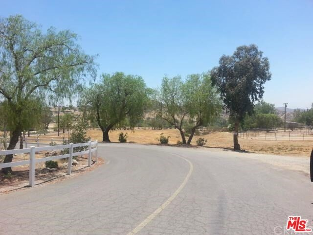 Additional photo for property listing at Via Benito  Homeland, California 92548 United States