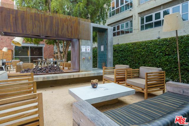 530 S Hewitt Street, Los Angeles CA: http://media.crmls.org/mediaz/DD92ABE7-43CA-47B1-A548-6A92855B19FC.jpg