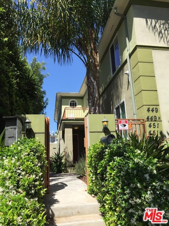 449 S Doheny Drive, Beverly Hills CA: http://media.crmls.org/mediaz/DDA8F3C5-DB6F-49AB-AD11-B170E3DE7464.jpg