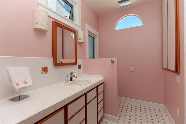 1092 Evergreen, San Diego CA: http://media.crmls.org/mediaz/DDC312BF-F3CA-47D4-B877-AFCDB44149EF.jpg