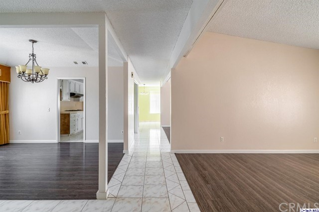 549 W Fremont Avenue, Fresno CA: http://media.crmls.org/mediaz/DE3B721A-19DF-4BFD-8BE5-2D31048C3C6B.jpg