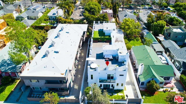 1336 N Fairfax Avenue, West Hollywood CA: http://media.crmls.org/mediaz/DE6B4837-5B85-4F55-BB8B-861ED920D988.jpg