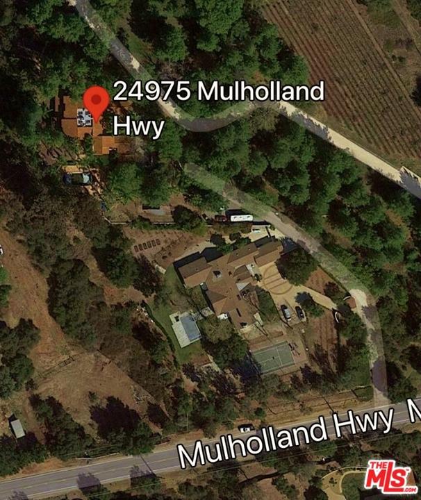 24975 Mulholland Highway, Calabasas CA: http://media.crmls.org/mediaz/DEF40900-4AF4-4EA9-9D98-3A37FE5160BA.jpg