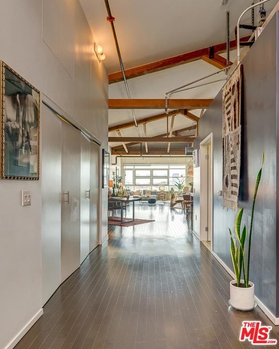 530 S Hewitt Street, Los Angeles CA: http://media.crmls.org/mediaz/DF69CC6E-8F4D-412B-B7DE-51F6EE6C76C5.jpg