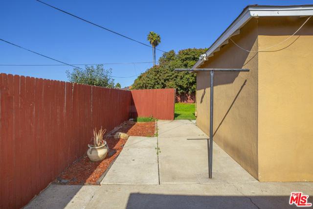 1417 W 127Th Street, Los Angeles CA: http://media.crmls.org/mediaz/DFAD9C96-2B94-428C-815B-2F77BA5B46A8.jpg