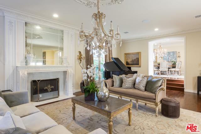 房产卖价 : $798.80万/¥5,496万