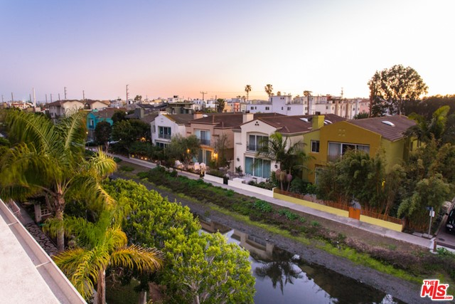 Single Family Home for Rent at 3515 Via Dolce Marina Del Rey, California 90292 United States