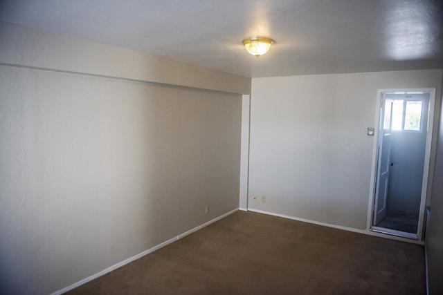 940 San Benito Street, Hollister CA: http://media.crmls.org/mediaz/DFFBFD67-4101-42C1-AAA4-6FBF60500C65.jpg