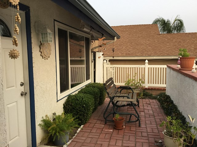 14661 Daisy Meadow Street, Canyon Country CA: http://media.crmls.org/mediaz/E003AA64-DA82-44A4-8B11-50F5E76D1B5C.jpg