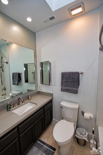 125 Lake Shore Drive, Rancho Mirage CA: http://media.crmls.org/mediaz/E044208F-7E23-4F1E-A882-76C919323D56.jpg
