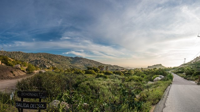 Photo of home for sale at 16120 Salida Del Sol, Ramona CA