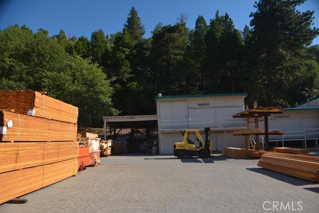 26567 Pine Avenue, Rimforest CA: http://media.crmls.org/mediaz/E0E7CF94-3C6A-43F0-A05E-24D954050D94.jpg