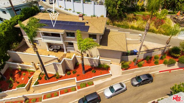 2027 Morgan Hill Drive, Los Angeles CA: http://media.crmls.org/mediaz/E2E87D23-8842-497D-A091-1B257ED14AA5.jpg
