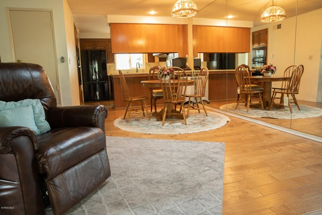 26832 Circle Of The Oaks, Newhall CA: http://media.crmls.org/mediaz/E3480715-79F8-4021-A36C-62694FF5B1BE.jpg