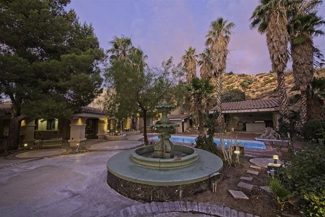 8585 Great House, Yucca Valley CA: http://media.crmls.org/mediaz/E3537D45-9A2D-45F1-B851-4FE1AF317DC7.jpg