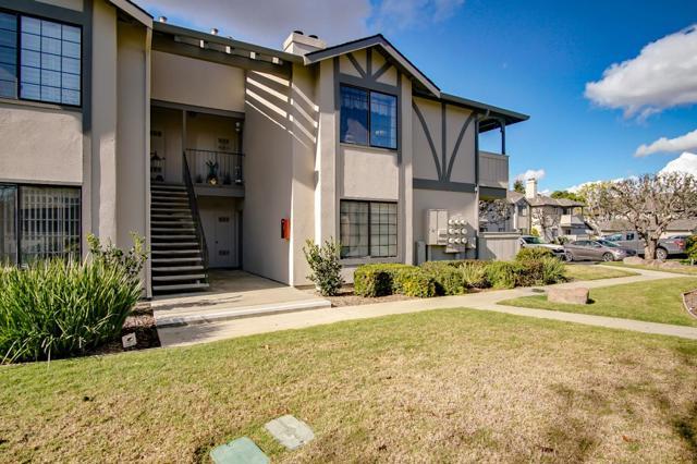 1063 Riker Street, Salinas CA: http://media.crmls.org/mediaz/E36CA6B8-C291-4D9D-978D-BC490BB5D6D7.jpg
