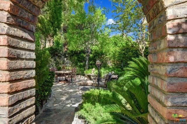 478 W Camino Sur, Palm Springs CA: http://media.crmls.org/mediaz/E3973FE7-6D97-4FAB-AA68-6CBDF534F04C.jpg
