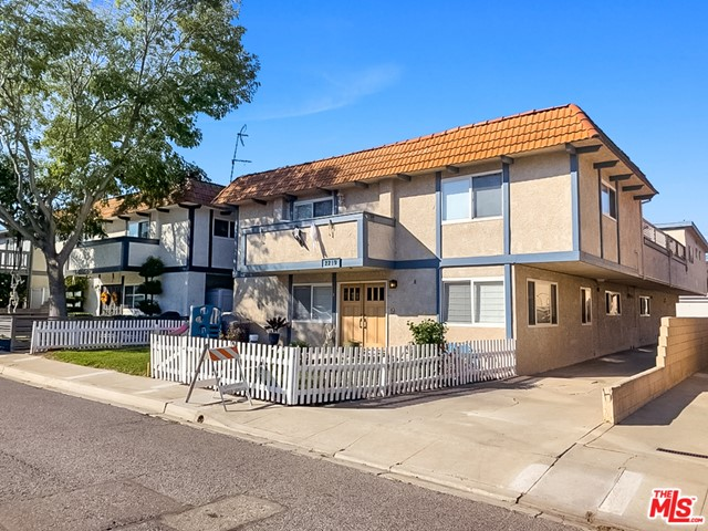 2219 Curtis Avenue, Redondo Beach, California 90278, 2 Bedrooms Bedrooms, ,2 BathroomsBathrooms,Townhouse,For Sale,Curtis,20653182