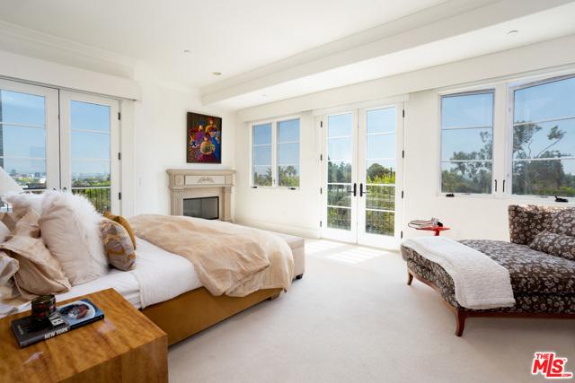 房产卖价 : $340.00万/¥2,339万