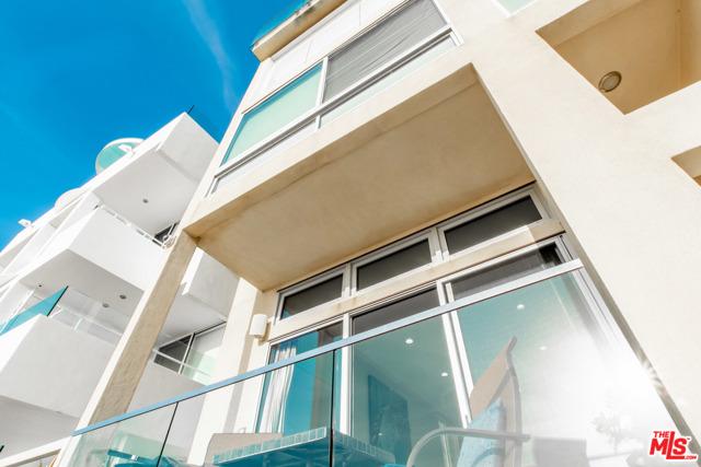 1 IRONSIDES Street, Marina del Rey CA: http://media.crmls.org/mediaz/E4C7F98E-C45B-40A8-8FBC-58AD3C7A0554.jpg