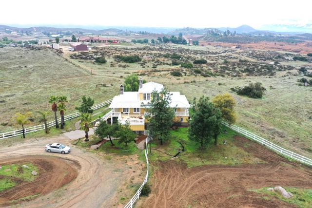 39201 San Ignacio Road, Hemet CA: http://media.crmls.org/mediaz/E518E93D-FDA3-4814-BCB0-1E9B67D405AD.jpg