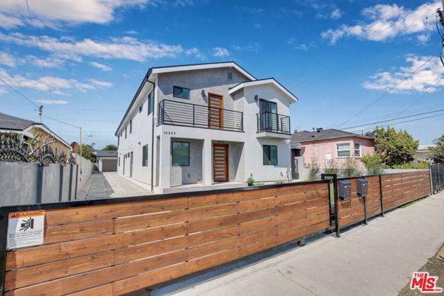 10405 10407 S Truro Avenue, Inglewood CA: http://media.crmls.org/mediaz/E5469E95-3F67-43BF-B0E0-1BE390AB5647.jpg