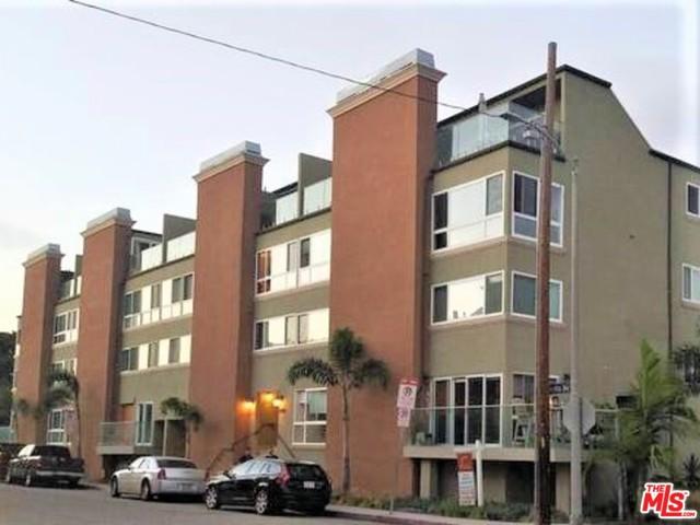 6400 PACIFIC Avenue, Playa del Rey CA: http://media.crmls.org/mediaz/E586017F-7CA3-4E04-A504-38889B864189.jpg