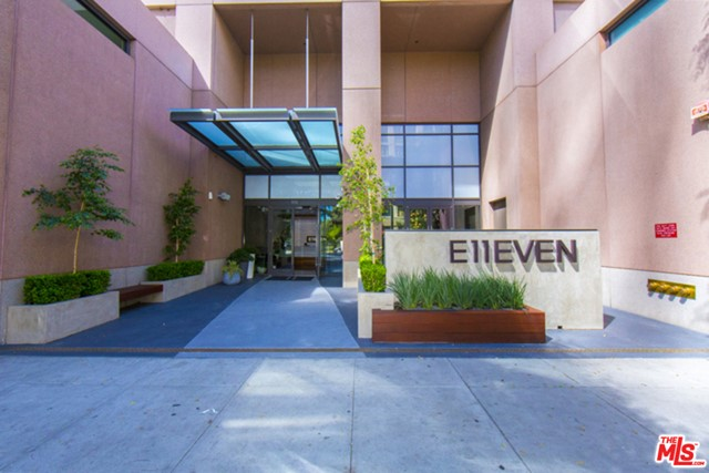 1111 S GRAND Avenue, Los Angeles CA: http://media.crmls.org/mediaz/E58D2888-9240-4C6F-991D-36D6E514E794.jpg