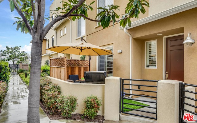 Townhouse for Sale at 5525 Ocean Hawthorne, California 90250 United States