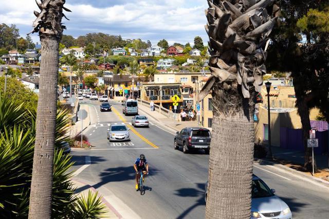 5005 Cliff Drive, Capitola CA: http://media.crmls.org/mediaz/E5E90D8C-194C-4AFD-9D5C-23A2B9CC4D3E.jpg