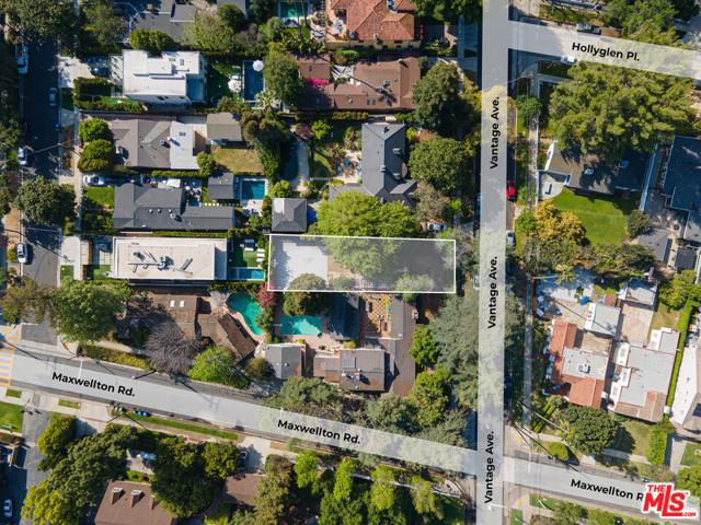 3848 Vantage Avenue, Studio City CA: http://media.crmls.org/mediaz/E606937B-5D86-40F9-905B-ADC93924A29E.jpg