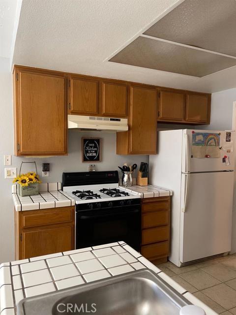 13570 Westwood Drive, Victorville CA: http://media.crmls.org/mediaz/E62ABC89-1E67-41A1-B5EC-C9C4B838628E.jpg