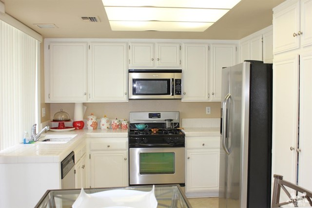 68 El Toro Drive, Rancho Mirage CA: http://media.crmls.org/mediaz/E670B0CB-B468-48A7-9805-586A680191D4.jpg