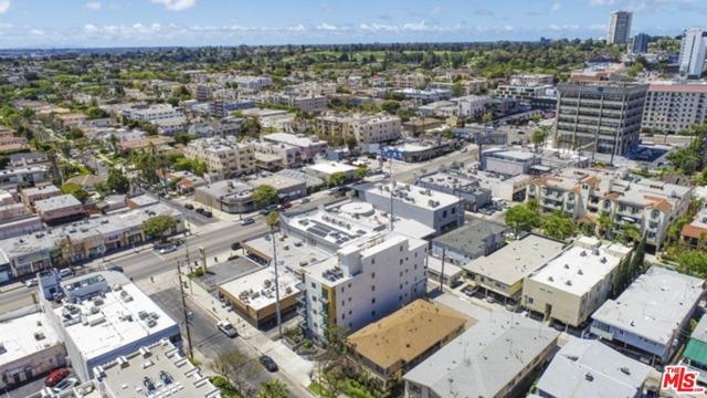 1143 Glenville Drive, Los Angeles CA: http://media.crmls.org/mediaz/E6BB3EDA-BF7C-4F62-BA3D-370A2200E656.jpg