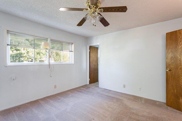 2292 Jonesboro Avenue, Simi Valley CA: http://media.crmls.org/mediaz/E6CD73F2-6FF2-4F8C-B154-81911843EDE4.jpg