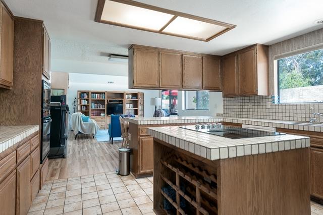 465 N El Rancho Vista, Chula Vista CA: http://media.crmls.org/mediaz/E6DAE3B8-A802-4059-AFA6-5A53892EACB9.jpg