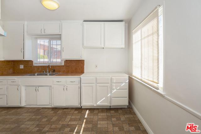 1417 W 127Th Street, Los Angeles CA: http://media.crmls.org/mediaz/E70D4CD3-88FC-455D-8069-80CF3A4FDB36.jpg