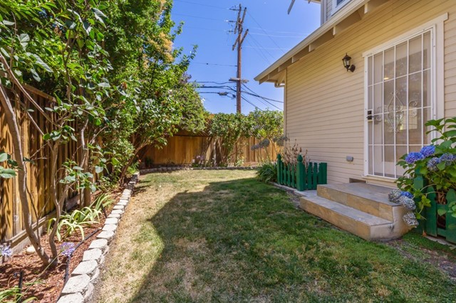 878 Windmill Park Lane, Mountain View CA: http://media.crmls.org/mediaz/E713C59B-BC0D-436F-9FF0-2D8229F9B78C.jpg
