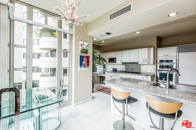 Additional photo for property listing at 10580 Wilshire  Unit 4ne 10580 Wilshire Los Angeles, California 90024 United States