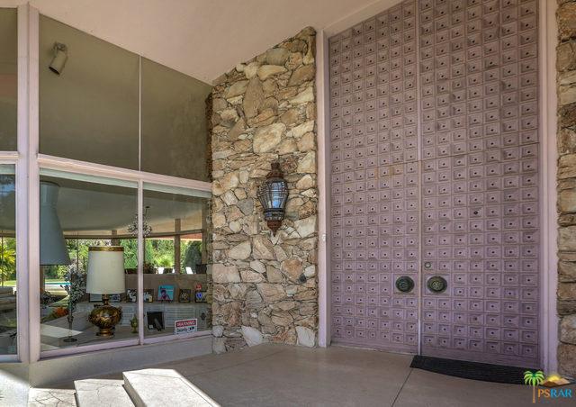 1350 Ladera Circle, Palm Springs CA: http://media.crmls.org/mediaz/E7C299C0-FA5F-4EAD-8287-37059EBB4D55.jpg