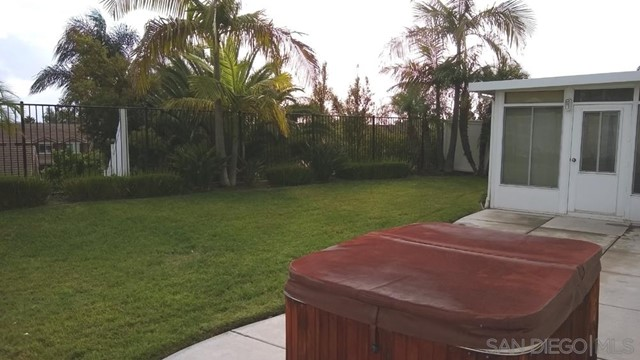452 Lexington Cir, Oceanside CA: http://media.crmls.org/mediaz/E7E049E8-7627-4995-AC76-A885263857C7.jpg