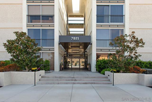 7811 Eads Avenue, La Jolla CA: http://media.crmls.org/mediaz/E83FFE5A-D156-4E66-AE38-898AA43200B2.jpg