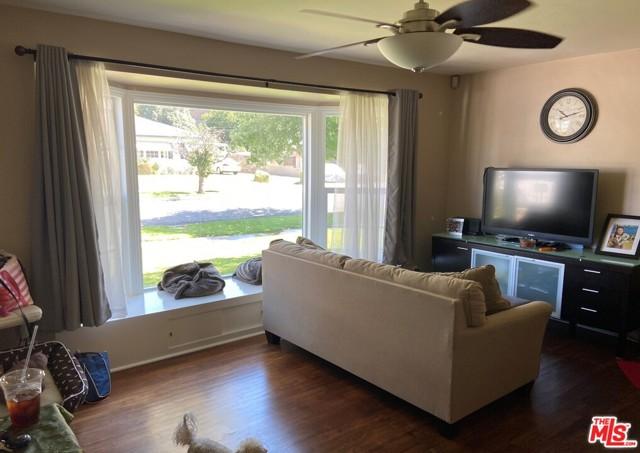28 E Newman Avenue, Arcadia CA: http://media.crmls.org/mediaz/E889AFAC-95D5-4C2D-A705-F6E8D7A3D2BF.jpg