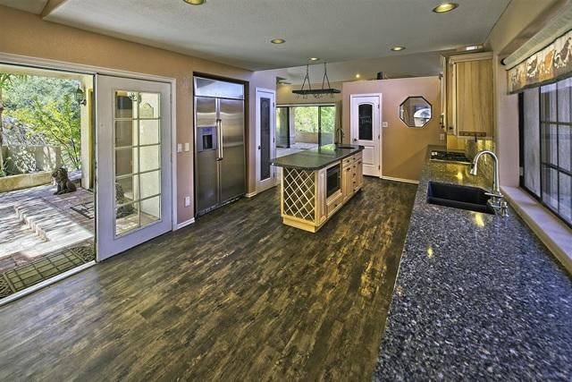 8585 Great House, Yucca Valley CA: http://media.crmls.org/mediaz/E8B67109-AFE5-472D-93F3-3276A0CBFD79.jpg