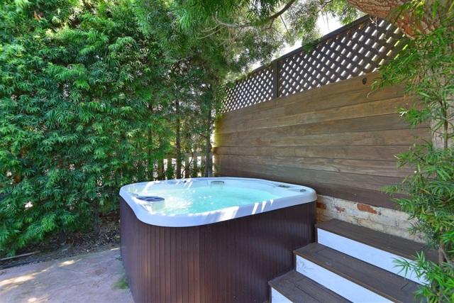 7865 El Paseo Grande, La Jolla CA: http://media.crmls.org/mediaz/E8CBF2BA-2E29-4136-9F04-8F269F61230D.jpg