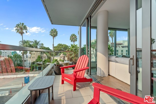 1755 Ocean Avenue, Santa Monica CA: http://media.crmls.org/mediaz/E8F62091-5BAB-445E-B44D-AF6FA3787DA3.jpg
