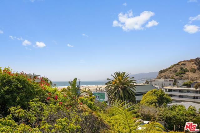 117 Ocean Way, Santa Monica, CA 90402