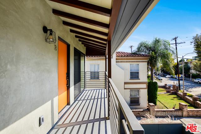 1166 S Cochran Avenue, Los Angeles CA: http://media.crmls.org/mediaz/E98705D9-C6C4-4D49-88F0-CA5AF17ACF82.jpg