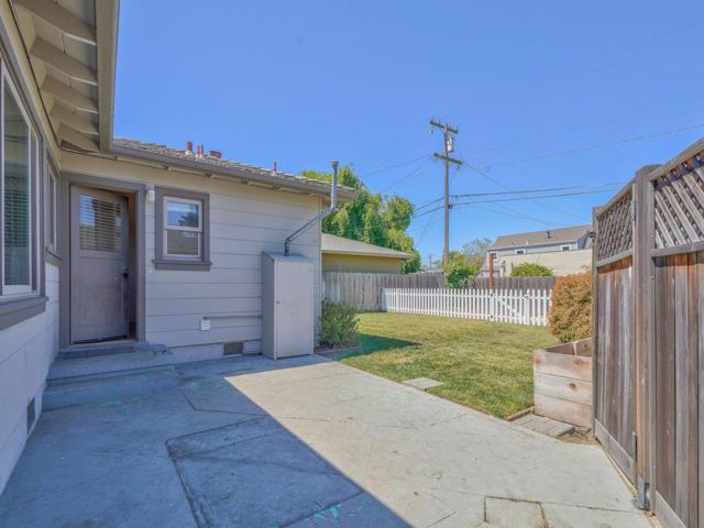 36 Wilgart Way, Salinas CA: http://media.crmls.org/mediaz/EA1B5072-D8CD-454C-98CF-197B8DF4E12F.jpg