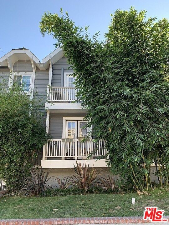 2471 Sawtelle Boulevard, Los Angeles CA: http://media.crmls.org/mediaz/EA275A79-6FFF-4917-9669-4B2906F70CFF.jpg